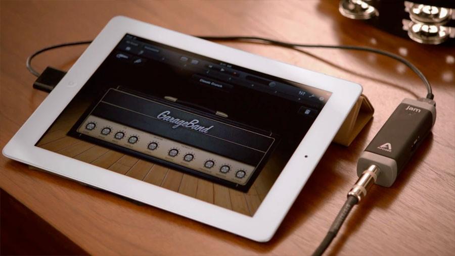 Playing GarageBand in iPad